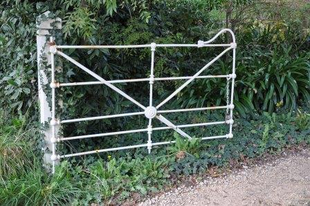 heritage cast jointed gate