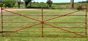 Cast jointed gate with ornamental castings