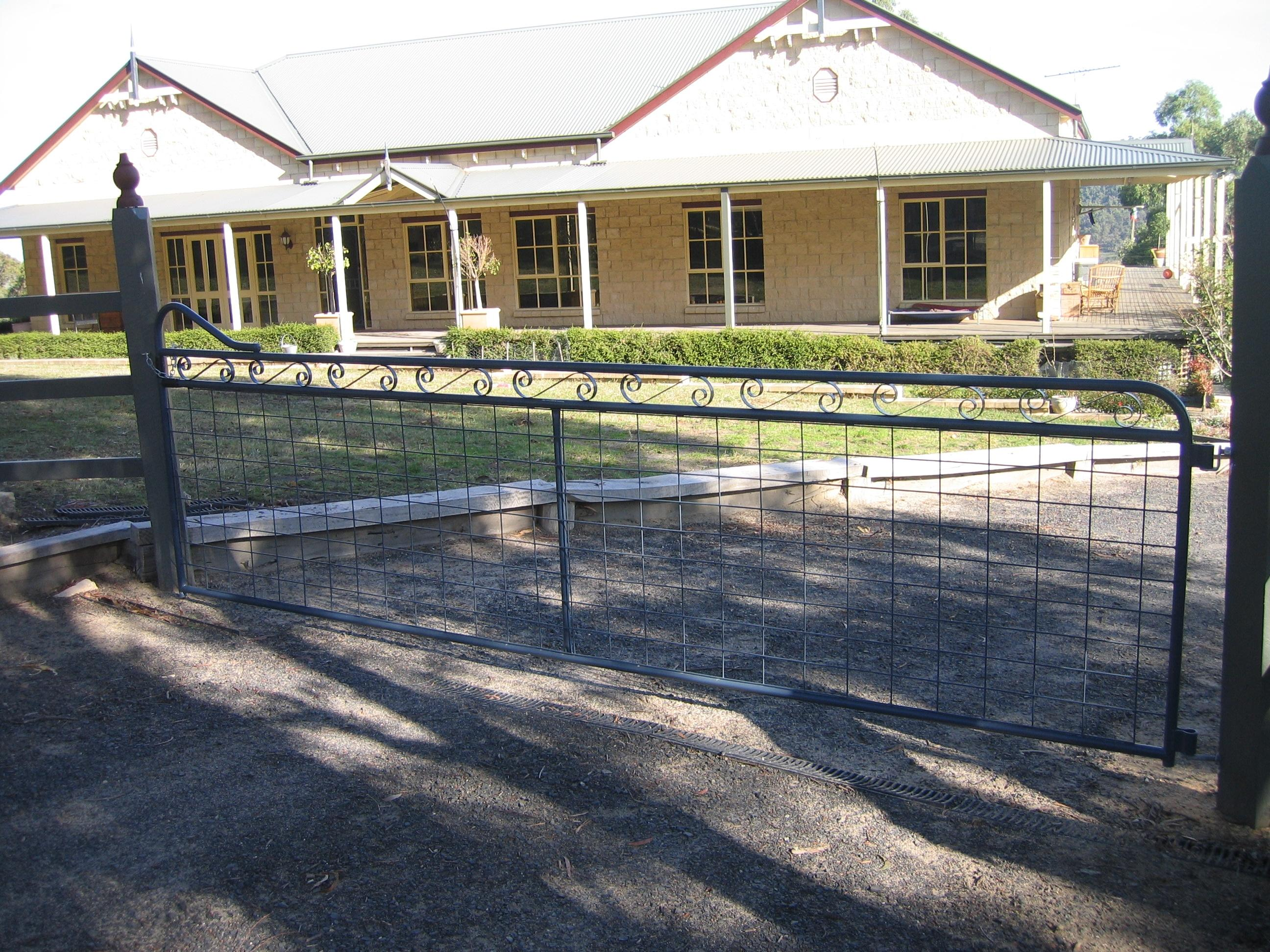 Maddison heritage style country entrance gate